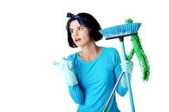 Портрет счастливой женщины с mop Стоковые Фото