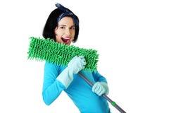 Портрет счастливой женщины с mop Стоковые Изображения RF