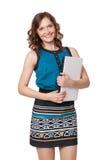 Портрет счастливой молодой женщины представляя с компьтер-книжкой стоковые фото