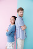 Портрет счастливой пары совместно стоя ретро Стоковые Фото
