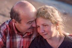 Портрет счастливой романтичной пары outdoors Стоковые Изображения