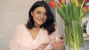 Портрет счастливых беременных canoodling изображений ультразвука младенца 4K акции видеоматериалы