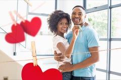 Портрет счастливых пар показывая новый домашний ключ Стоковые Изображения RF
