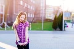 Портрет счастливых светлых волос 10 лет девушки Стоковая Фотография RF