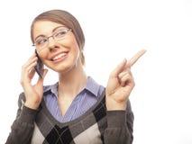 Портрет ся говорить телефона женщины дела стоковые изображения rf
