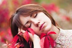 Портрет с красными листьями Стоковые Изображения RF