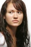 портрет темной девушки с волосами стоковая фотография