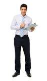 Портрет уверенно бизнесмена держа доску сзажимом для бумаги и ручку стоковое изображение rf