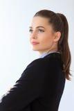Портрет уверенно бизнес-леди на белой предпосылке Стоковые Изображения