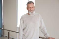 Портрет уверенно зрелого человека стоковые фото