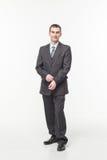 Портрет уверенно зрелого положения бизнесмена изолированный над белой предпосылкой стоковые фотографии rf