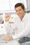 Портрет уверенно молодого бизнесмена Стоковая Фотография