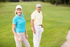 Портрет уверенно пар игрока в гольф Стоковые Изображения