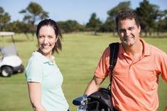 Портрет уверенно пар игрока в гольф Стоковые Фото