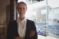 Портрет уверенно предпринимателя в кафе стоковая фотография rf