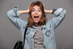 Портрет удивленного удивленного девочка-подростка Стоковое Изображение