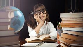 Портрет умной школьницы Стоковые Изображения