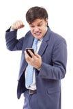Портрет усиленного бизнесмена получая плохую новость телефоном стоковое изображение rf