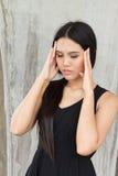 Портрет усиленной женщины с головной болью, стресса, мигрени Стоковые Изображения