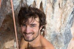 Портрет усмехаясь альпиниста утеса Стоковое Изображение RF