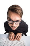 Портрет усмехаясь бизнесмена используя компьютер Стоковая Фотография RF