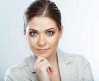 Портрет усмехаясь бизнес-леди, на белой предпосылке Стоковая Фотография