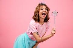 Портрет усмехаясь веселой девушки одел в fairy костюме Стоковая Фотография RF