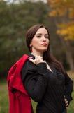 Портрет усмехаясь волшебной девушки в осени Стоковые Фото