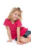 Портрет усмехаясь девушки в красном цвете Стоковые Фотографии RF