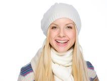 Портрет усмехаясь девушки в одеждах зимы Стоковая Фотография