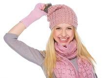 Портрет усмехаясь девушки в одеждах зимы Стоковое Изображение