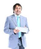 Портрет усмехаясь красивого бизнесмена с таблеткой в руках Стоковое фото RF