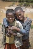Портрет 2 усмехаясь малагасийский подростков Стоковое Изображение