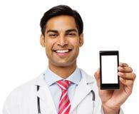 Портрет усмехаясь доктора Showing Умн Телефона стоковое изображение