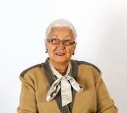 Портрет усмехаясь привлекательной старшей женщины Стоковое Изображение RF