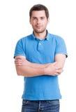 Портрет усмехаясь счастливого красивого человека в голубой футболке Стоковые Изображения