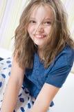 Портрет усмехаясь 8-ти летней девушки в шляпе Стоковое Изображение RF