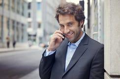 Портрет успешного бизнесмена усмехаясь на камере Стоковое Изображение RF