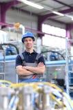 Портрет успешного рабочего класса в промышленном предприятии, в работе Стоковое Изображение RF