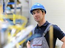 Портрет успешного рабочего класса в промышленном предприятии, в работе Стоковые Изображения