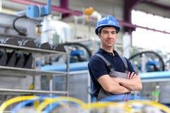 Портрет успешного рабочего класса в промышленном предприятии, в работе Стоковая Фотография