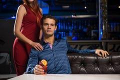 Портрет успешного человека в ночном клубе Стоковое Изображение RF