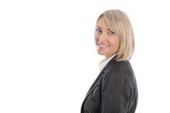 Портрет: Успешное изолированное более старое или зрелое белокурое businesswoma стоковое фото rf