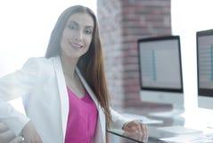 Портрет успешной дамы дела в офисе Стоковое Изображение