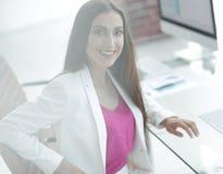 Портрет успешной дамы дела в офисе Стоковые Изображения