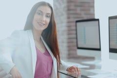 Портрет успешной дамы дела в офисе Стоковые Фото