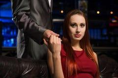 Портрет успешной женщины в ночном клубе Стоковая Фотография RF