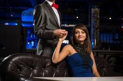 Портрет успешной женщины в ночном клубе Стоковое Изображение RF