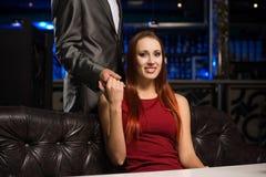 Портрет успешной женщины в ночном клубе Стоковое фото RF