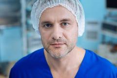 Портрет утомленного доктора тот идти стоковое фото rf